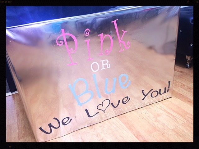 Gender reveal box pink or blue we love you